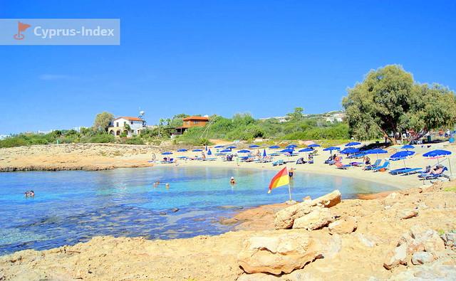 Скалистый берег и каменистое дно, Пляж Аммос Кмбури, Айя-Напа, Кипр
