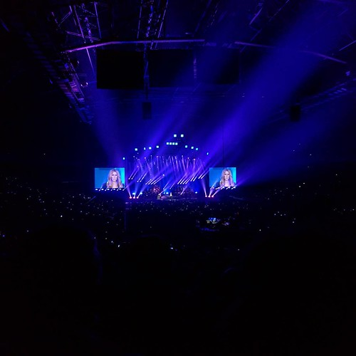 voor Celine Dion die dan toch een paar Engelse nummers op de setlist gooide. #countyourblessings #celinedion #sportpaleis