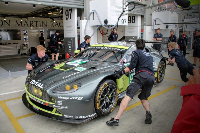 Aston Martin pitstop practice