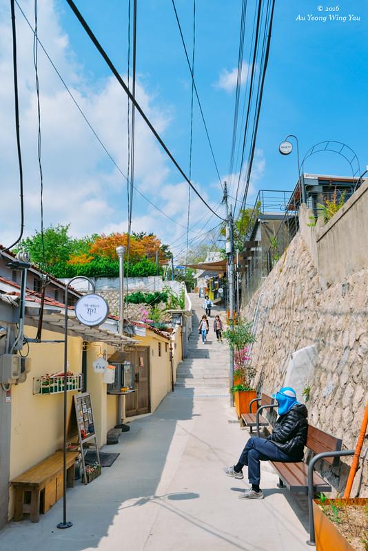 Seoul 2016 ihwa mural village quaint little town wy for Mural village seoul