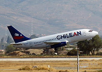 Chilean Airways B737-200 CC-CVI despegando (F.Ruiz)