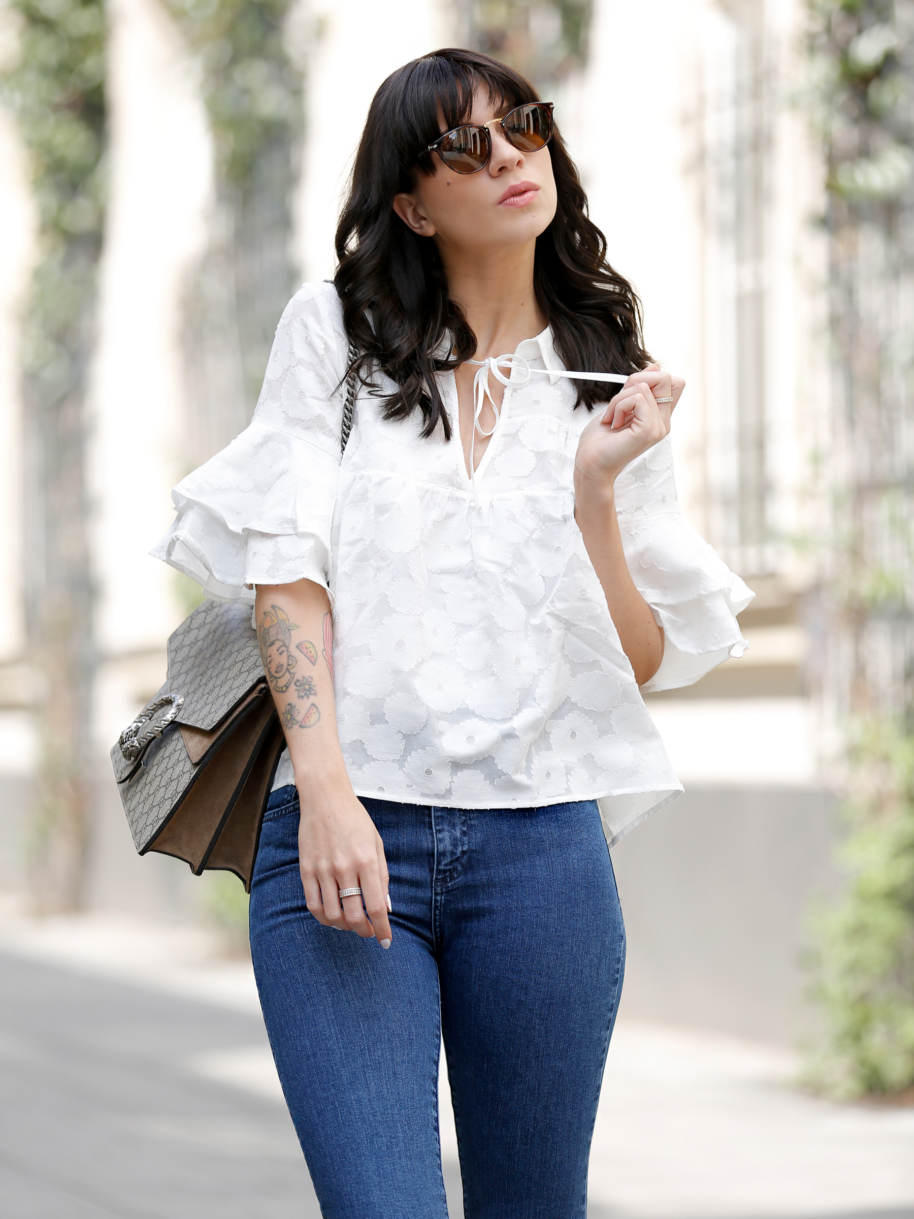 outfit spring summer minimal blue white clean bangs brunette girl cute french parisienne mango fringe jeans denim white blouse shopbop soludos espadrilles gucci dionysus bag luxury fashion modeblog germany ricarda schernus fashionblogger 6