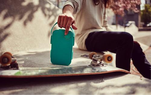 Libratone ONE Click greeen skateboard