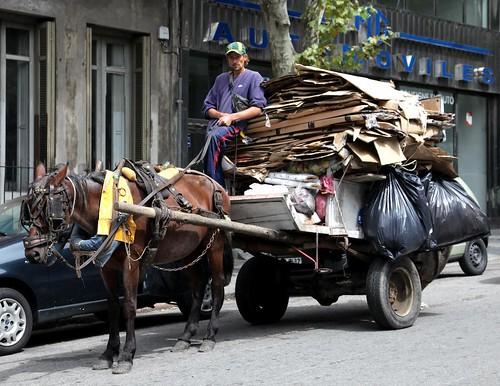 Copyright Basurama. A lomo de caballo criollo se hizo la patria, Montevideo, Uruguay