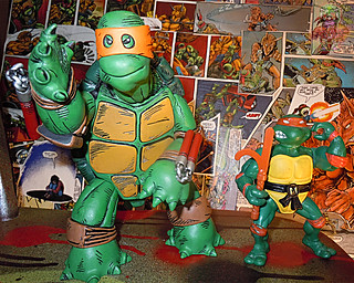 MONDO; Nickelodeon TEENAGE MUTANT NINJA TURTLES ; THE FIRST TURTLE (ORANGE MASK EDITION) viii / ..with Original Playmates MICHELANGELO '88 (( 2016 ))