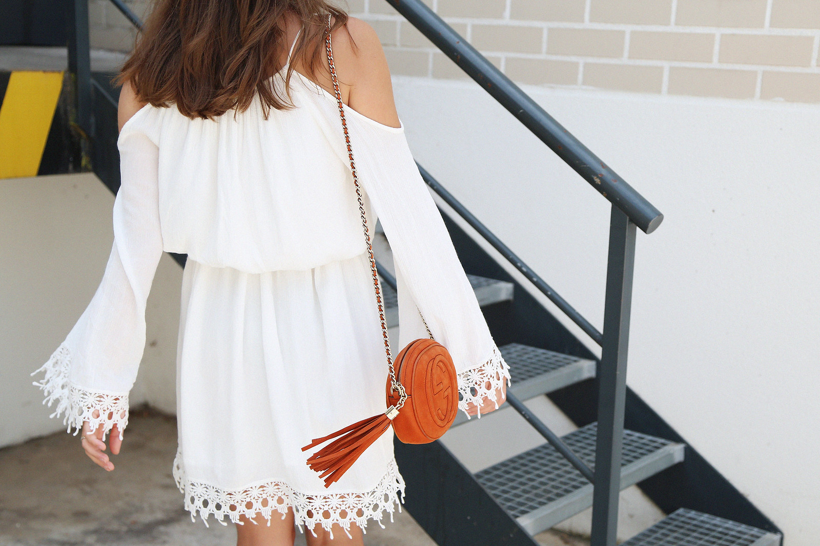 jessie chanes seams for a desire white off shoulders dress schutz sandals-3