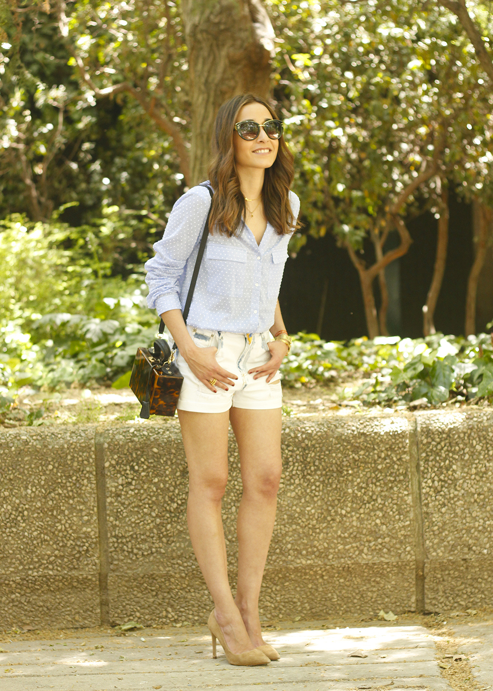 Denim Shorts Carey Bag uterqüe shirt with dots sunnies outfit style fashion11