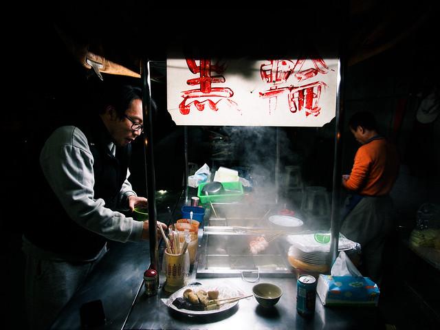 台北/六張犁–巷弄內的溫暖–安居街黑輪/關東煮
