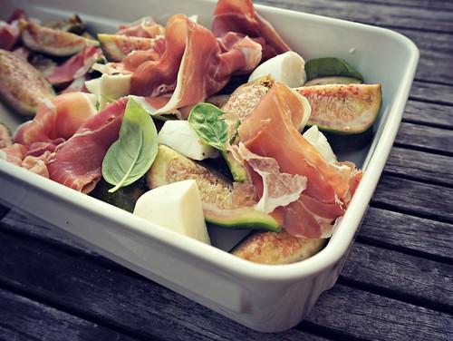 viikuna - prosciutto - mozzarellasalaatti