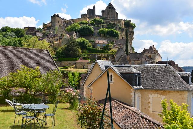 Coin de repos au pied du château
