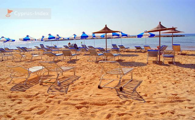 Пляж Айя Фекла - чистый мягкий песок
