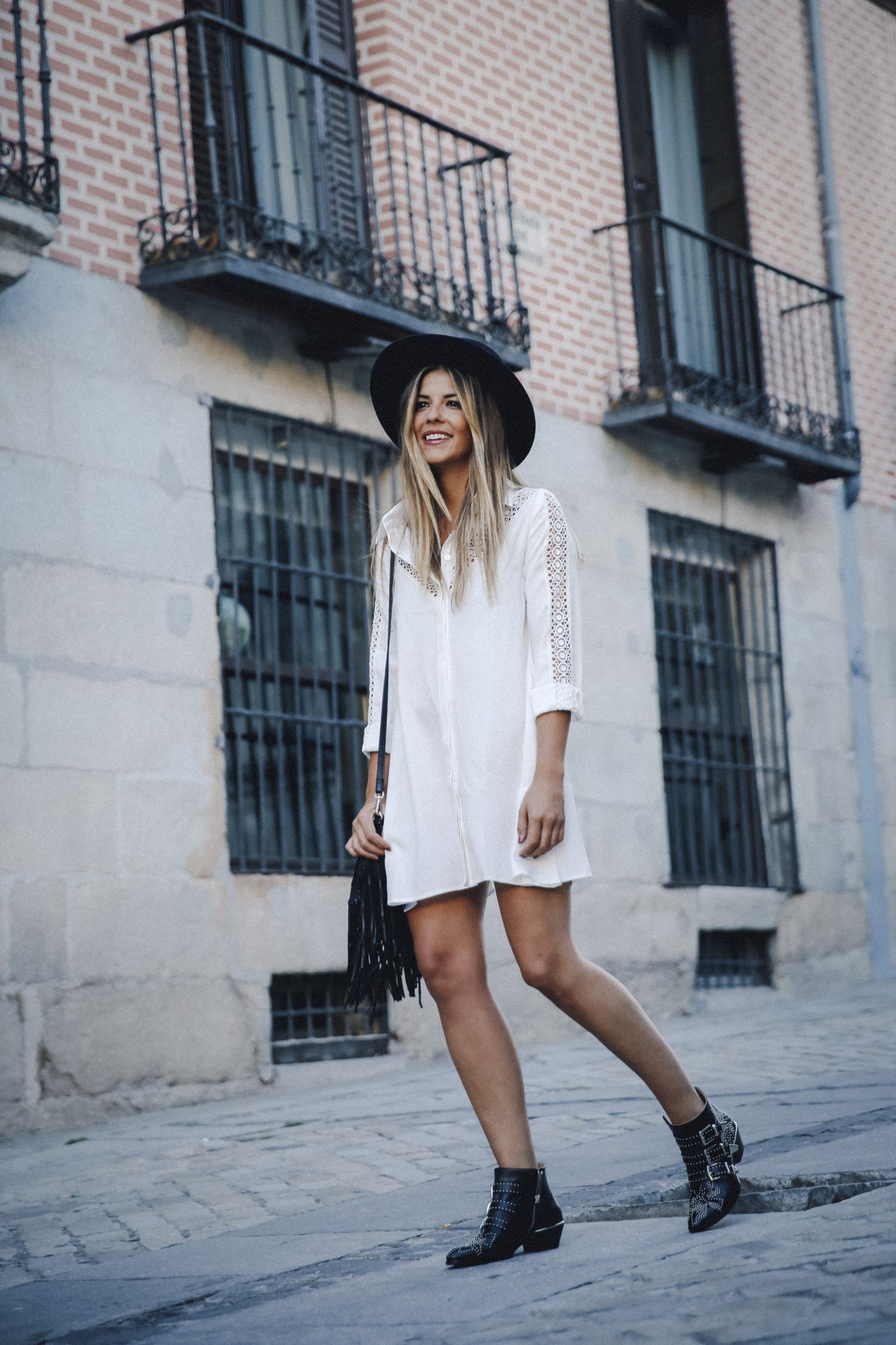 outfit look primavera spring street style trendy taste inspiration dress vestido casual sombrero hat brixton botines ankle boots susanna chloe bolso bag flecos fringes cuero leather asos blanco crochet lace_8