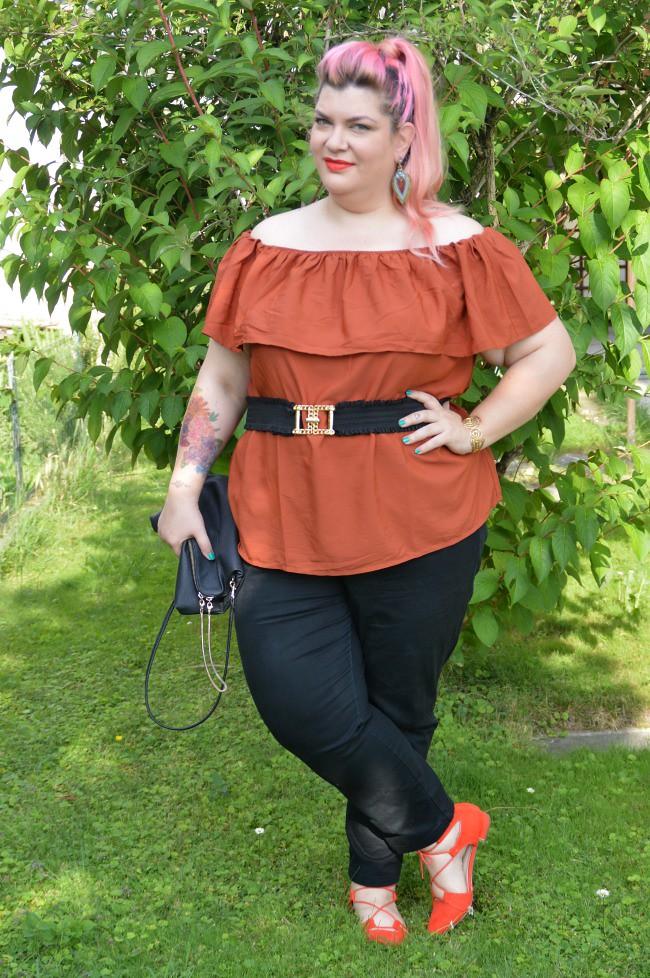 Outfit nero e arancio (5)