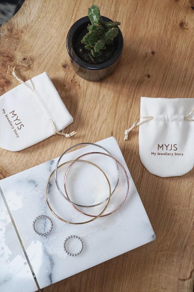 my jewellery story, jewellery, minimal.minimalist, minimal jewellery.flat lay, jewellery flat lay, katelouiseblog, mixed metals,