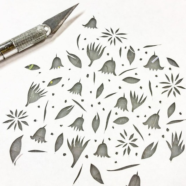 I just posted a bunch over on snapchat about the paper I use for cutting paper stencils. username : robayre (same as everywhere else) #gelatinprinting #gelliarts #gelliartsprinting #paperstencils #robayrepaperpiles