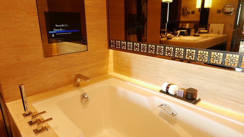 27442869743 cbe317dd84 c - REVIEW - Ritz Carlton Hong Kong (Deluxe Harbour View Room)