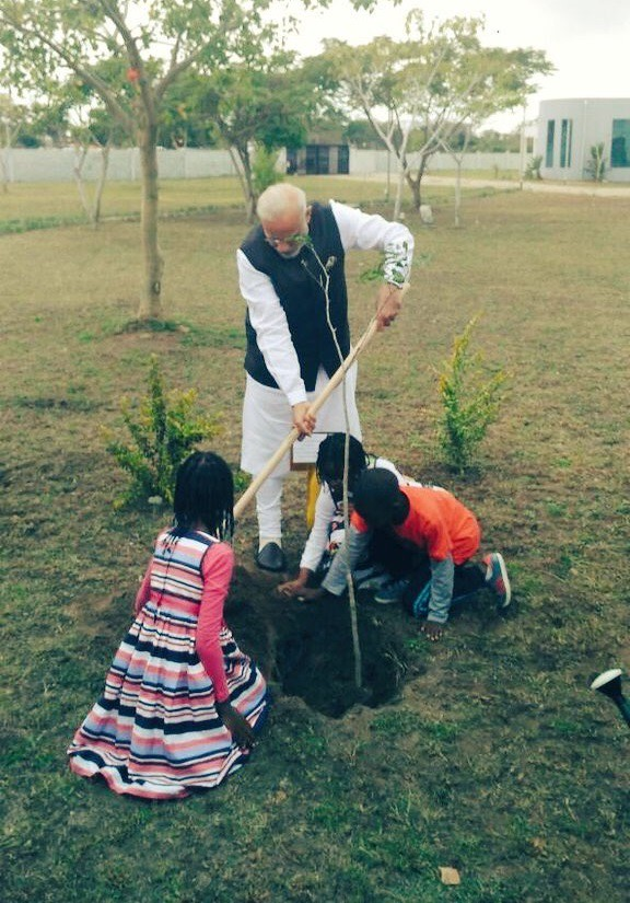 Indian PM Kids Plant Tree