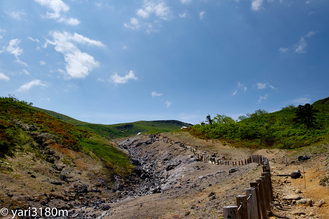 温泉の流れる渓流。栗駒山。