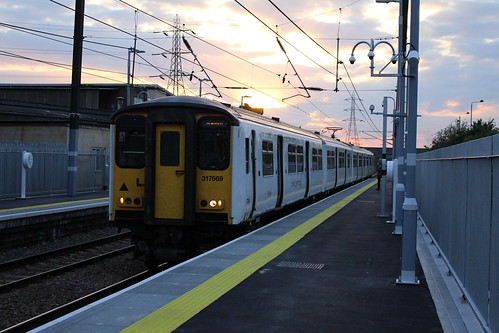 The First (Scheduled) Train into new Lea Bridge Station