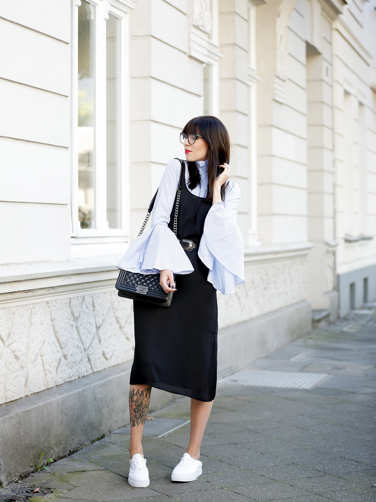 outfit slip dress wide sleeves stripes blogger for mister spex glasses brille brillenkollektion online shop design bangs brunette chanel boy sacha sneakers cats & dogs blog ricarda schernus modeblogger 5
