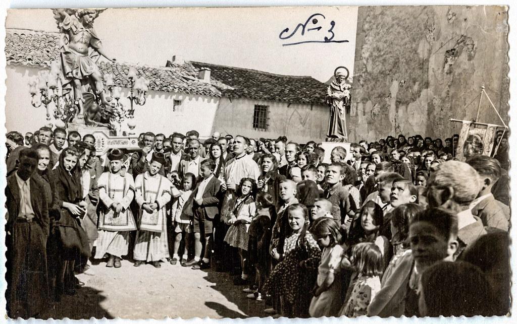 Luis Escobar 1943 Procesión con las esculturas de San Miguel Arcángel y de San Antonio, en Abengibre (Albacete).