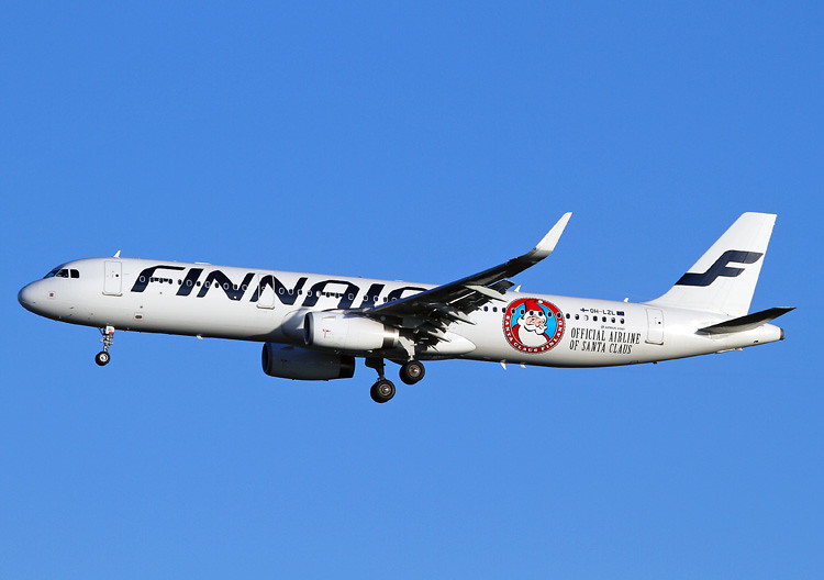 OH-LZL Airbus A321-231 Finnair 'Santa Claus'