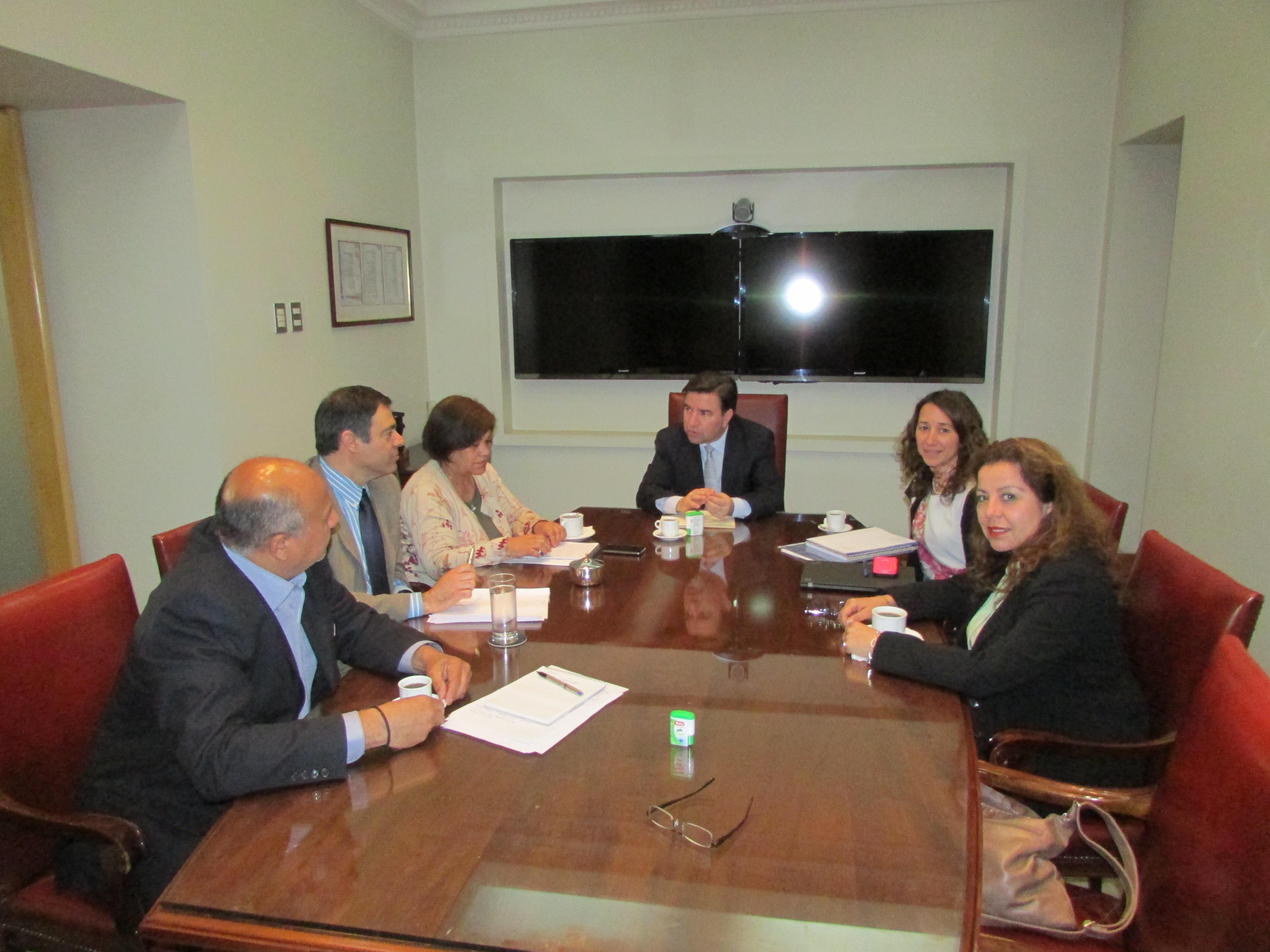 Directiva AET en reunión con Tesorero General por Proyecto Fortalecimiento