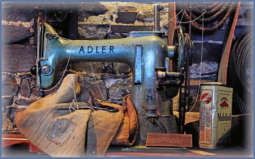 Machine coudre adler moulin du val dieu aubel pays de for Machine a coudre 3d