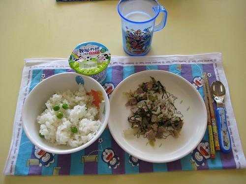 給食献立−豆御飯、豚肉のしょうが焼き