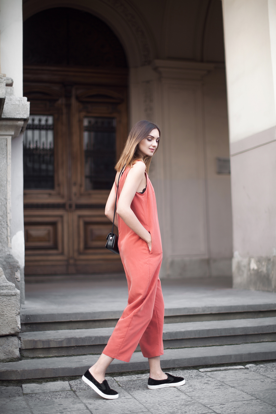 minimal-jumpsuit-outfit-street-stylered-orange