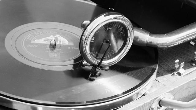 gramophone 02