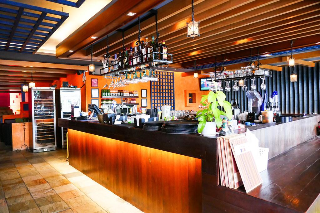 Culinary Hotspots: Muchos