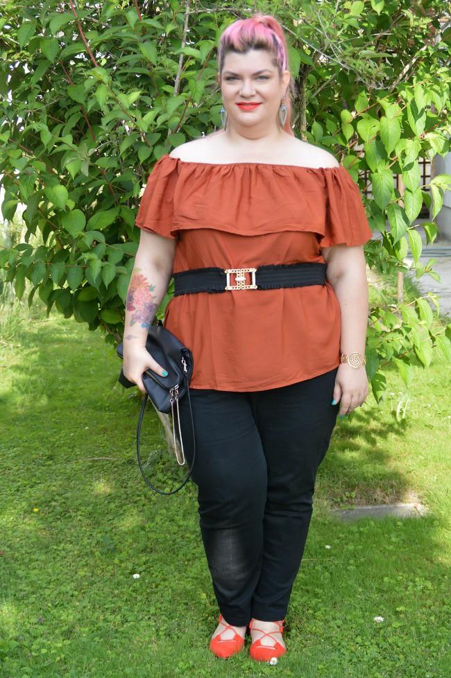 Outfit nero e arancio (8)