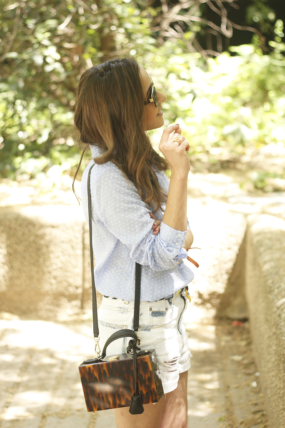 Denim Shorts Carey Bag uterqüe shirt with dots sunnies outfit style fashion03