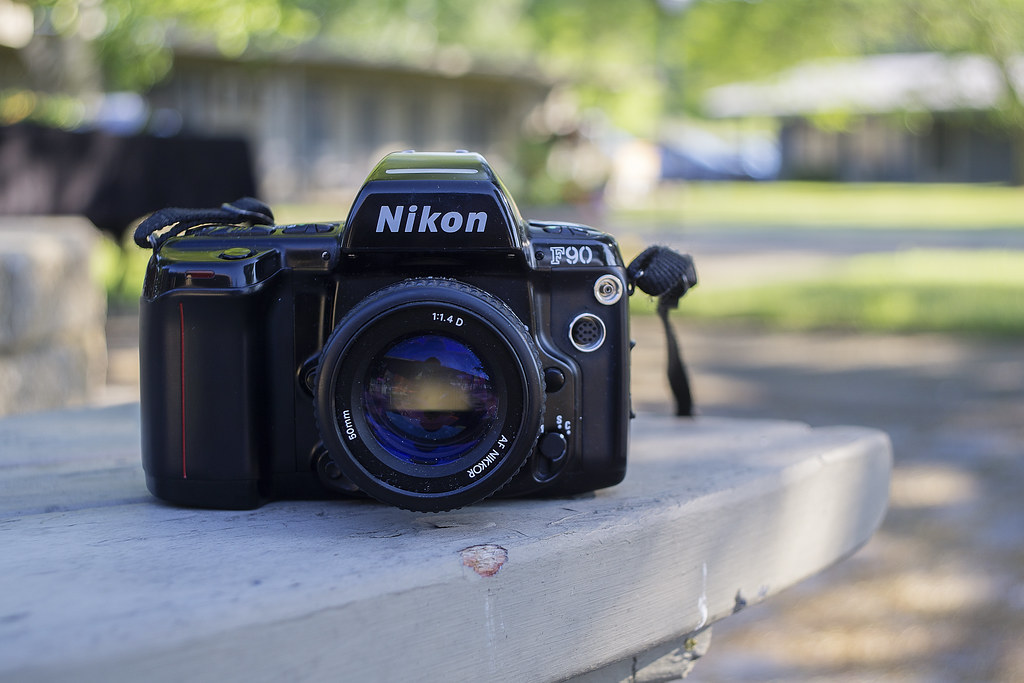 CCR Review 41 - Nikon F90