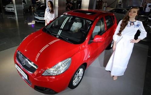 Столичне автошоу: українцям показали нову «Славуту» та інші «перлини» УкрАвто
