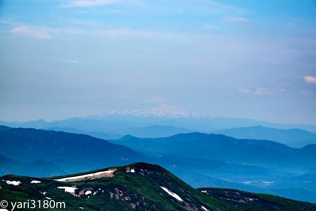 栗駒山から鳥海山を見る2