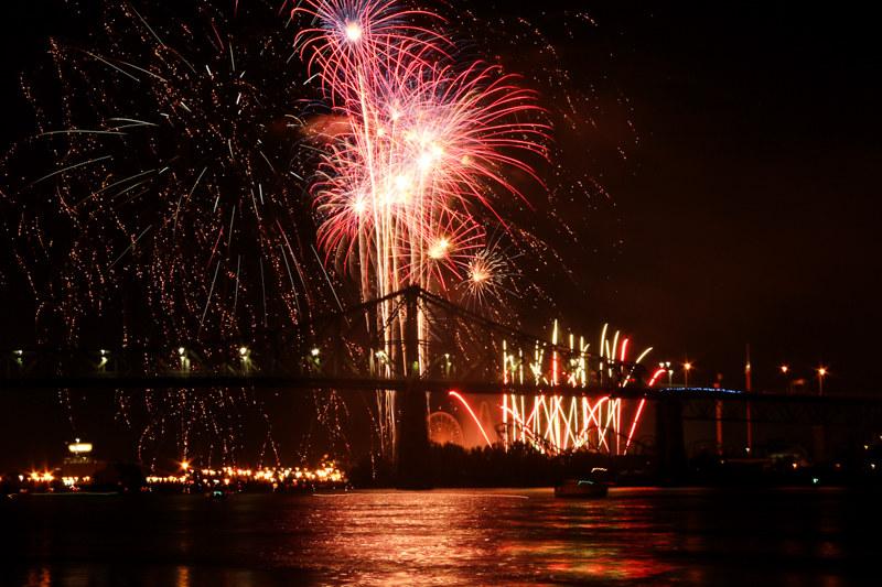 feuerwerk festival jacques-cartier bridge montreal