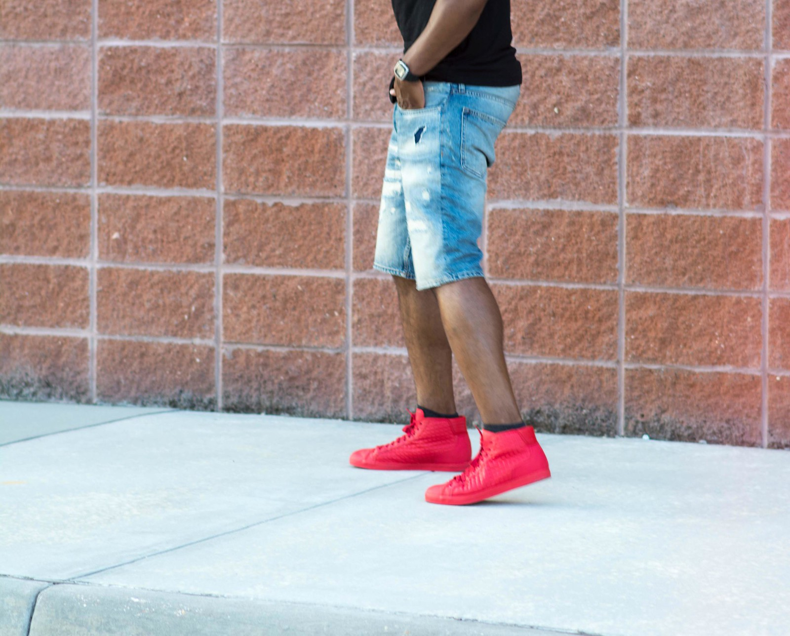 how to wear denim and red