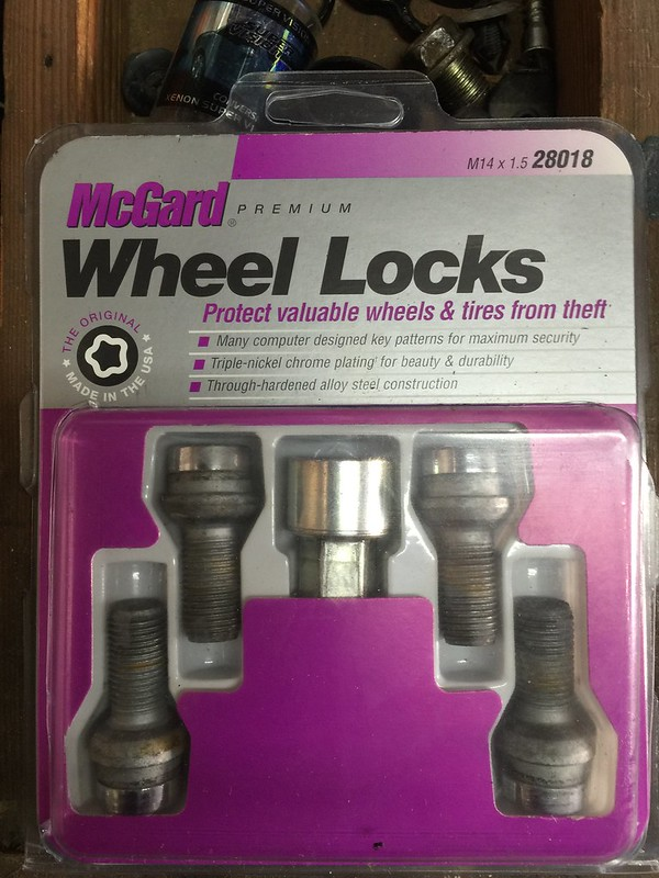 Set of 4 M14 x 1.5 Thread Size McGard 28018 Chrome Bolt Style Radius Seat Bolt Locks