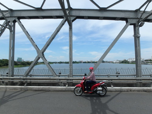 truong-tien-bridge-2