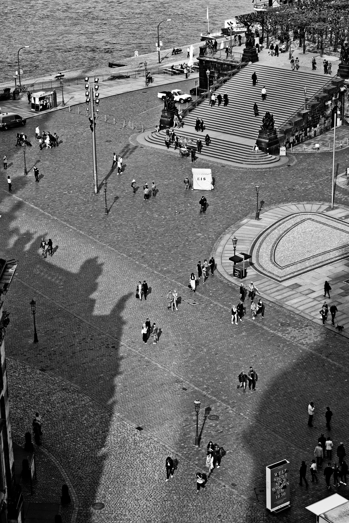 tourist's and shadows // dresden