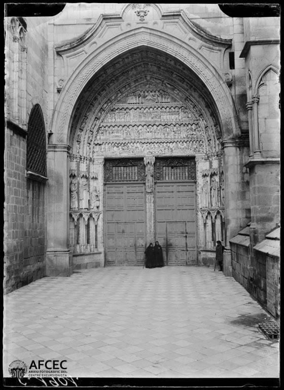 Puerta del Reloj de la Catedral de Toledo a comienzos del siglo XX. Autor Desconocido   © Centre Excursionista de Catalunya