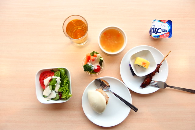 成田デルタラウンジ食事
