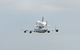 Endeavour and SCA Landing in Houston | by steam_rocket