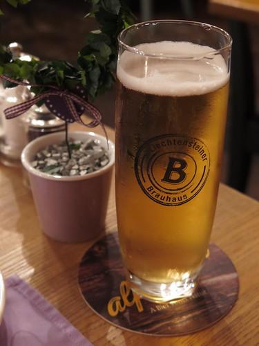 """Großes Bier vom Liechtensteiner Brauhaus (im Hotel """"Adler"""" in Vaduz, Liechtenstein)"""
