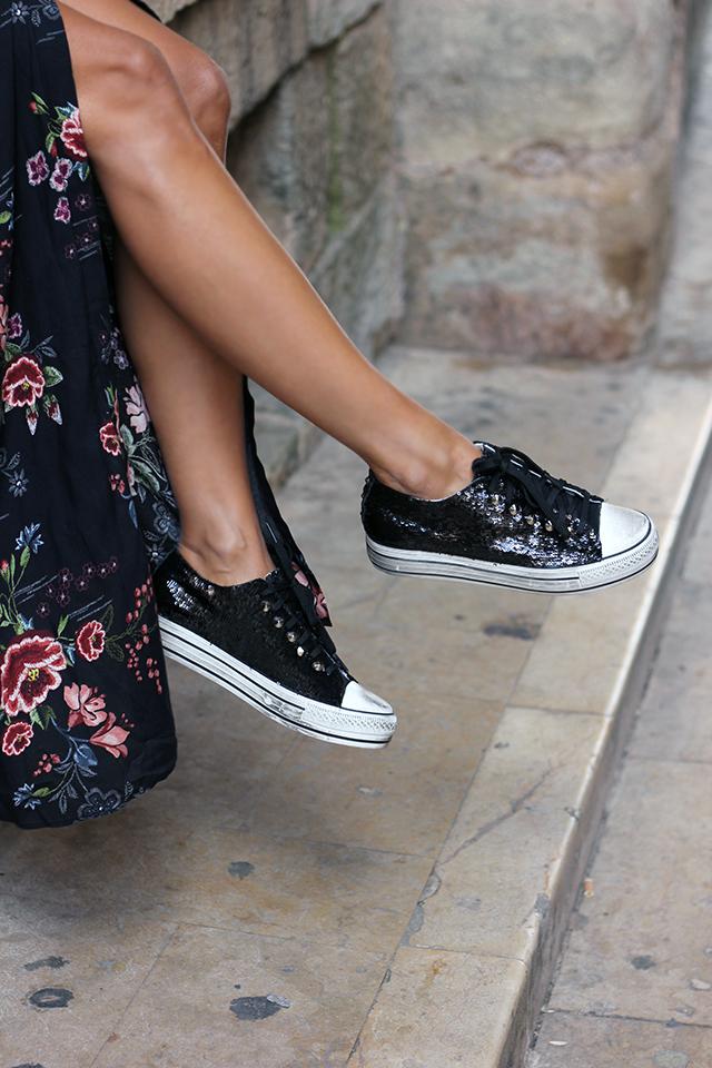 black sneakers coohuco