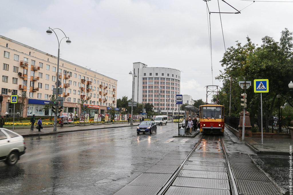 Безопасные дороги против горожан и трамвая