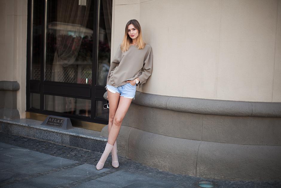 outfit-street-style-khaki-top-sweatshirt-denim