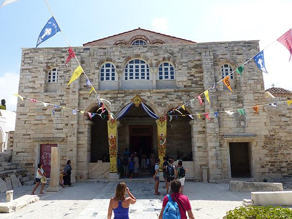 devant la cathédrale de Paros